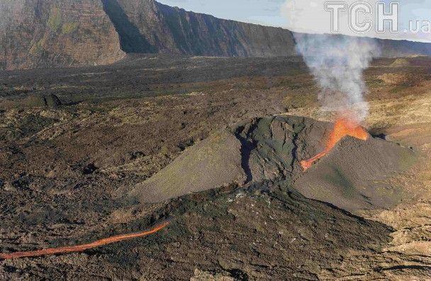 Reuters показало видовищні фото виверження одного з найактивніших вулканів світу