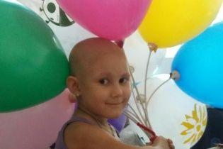 Допомога в подоланні раку крові потрібна 4-річній Ганні