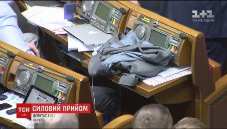 Рукоприкладство у стінах парламенту: Лещенко розплатився за допис у Facebook