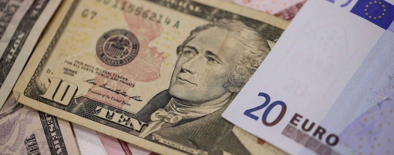 Доллар и евро синхронно подорожают в курсах Нацбанка на 4 октября. Инфографика