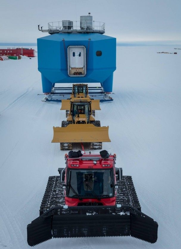 В Антаркдиді из-за гигантской трещины во льду были вынуждены передислоцировать британскую станцию