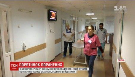 Дніпровські медики прооперували жителя Авдіївки, поруч з яким розірвався снаряд
