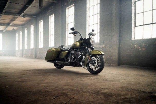 Harley-Davidson представил новый мотоцикл Road King Special