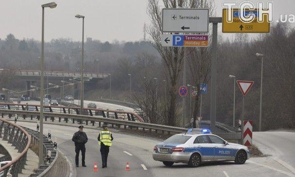 У Німеччині через викид невідомої речовини з аеропорту Гамбурга евакуювали десятки людей