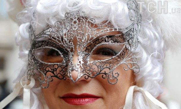 Карнавал у Венеції: таємничі маски, заплив на гондолах та зомбі-макіяж