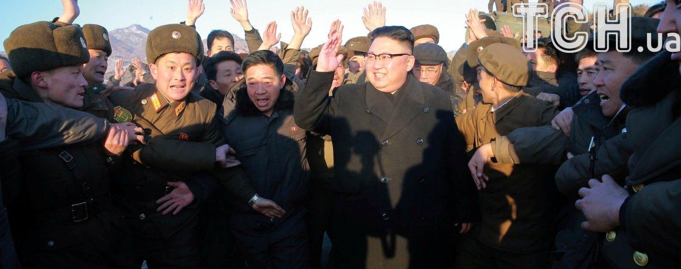 КНДР пообіцяла жорстко відповісти на перегрупування авіаносної групи США