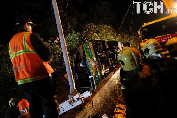 Жахлива ДТП на Тайвані: унаслідок аварії туристичного автобуса загинуло 32 особи