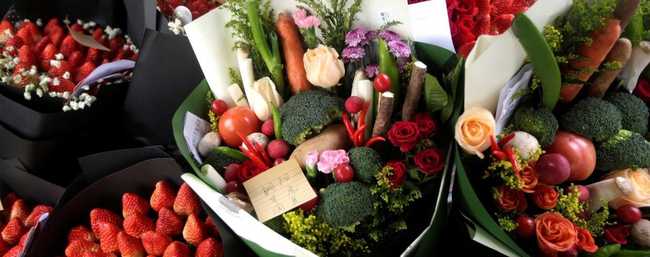 Золото, цветы и самый популярный подарок на Валентина: украинцы разделились в отношении к презентам на романтический праздник