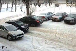В Харькове на парковке одну машину протаранили семь раз за день