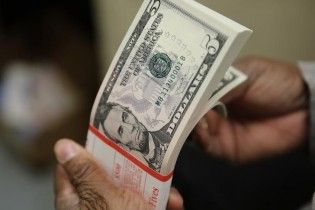 Доллар дешевеет. НБУ опубликовал курс валют