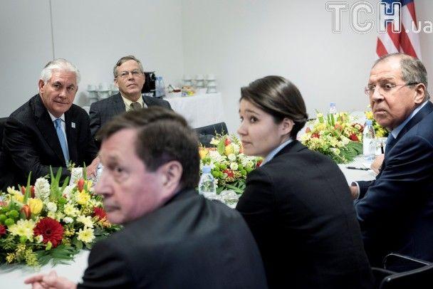 Эмоции первой встречи Тиллерсона с Лавровым в фото