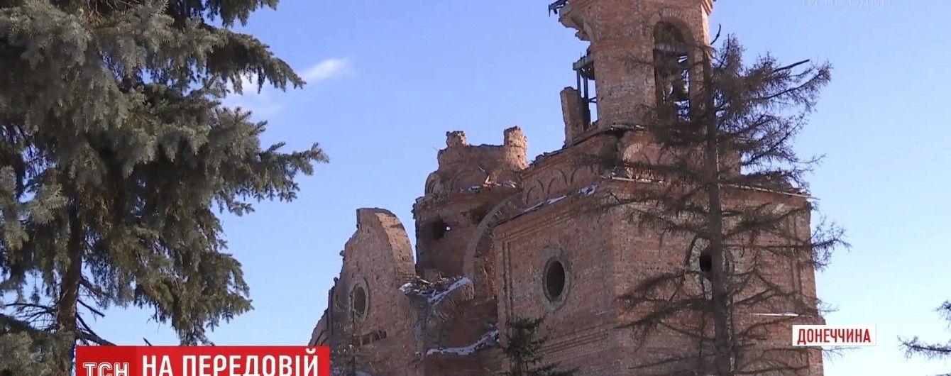 Крупный калибр, дырявая церковь и двое раненых: в Пески вернулась война