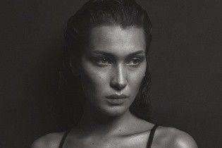 С обнаженной грудью: Белла Хадид повторила откровенный образ Кейт Мосс из культовой фотосессии