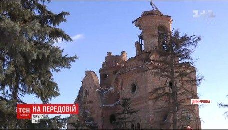 Церковь с дырами в стенах и пустые квартиры: Пески попали под минометный обстрел