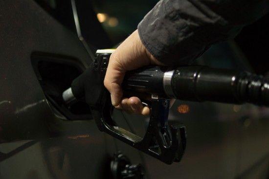 Скільки коштує заправити авто на АЗС. Середні ціни на 8 грудня