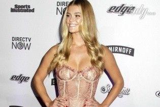 Подружка Ди Каприо подчеркнула фигуру идеальным платьем
