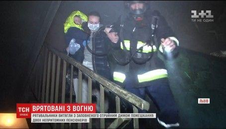 Мощное пламя охватило многоэтажку во Львове