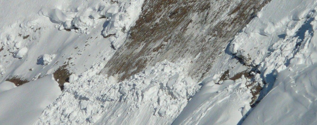 Українців попередили про серйозний рівень лавинної небезпеки і підйом води у річках