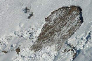 Лыжники-экстремалы устроили контролируемый сход лавины в Карпатах