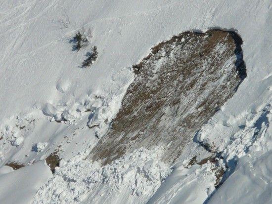 Лижники-екстремали влаштували контрольоване сходження лавини в Карпатах