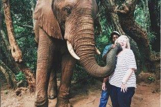 Поцелуи со слоном и полет над снегом. Самые популярные фото из Instagram
