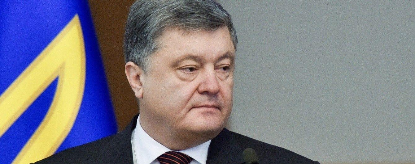 """Порошенко заявил о запрете торговать с """"отжатыми"""" боевиками предприятиями"""