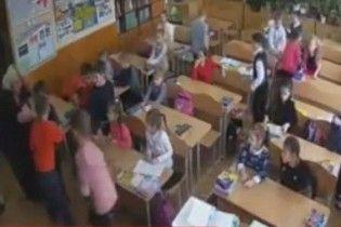 У Дніпрі цілий клас не ходить до школи через агресивного хлопчика, який б'є інших дітей