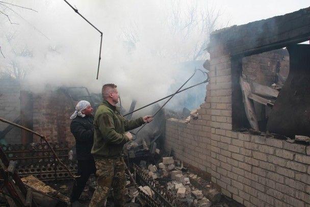 Авдеевка в огне. Из-за ночных обстрелов боевиков в городе вспыхнуло четыре пожара