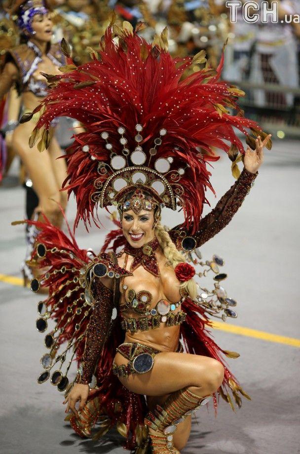 Бразильские откровенные танцы онлайн