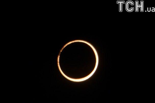 Вогняне кільце у небі. Земляни спостерігали перше в цьому році сонячне затемнення