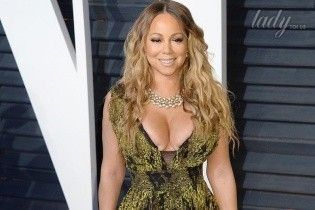 Эффектные платья и смелые декольте: звездные гости на вечеринке Vanity Fair