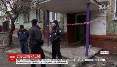 Затримання підозрюваного у нападі на ломбард закінчилося вибухом і перестрілкою