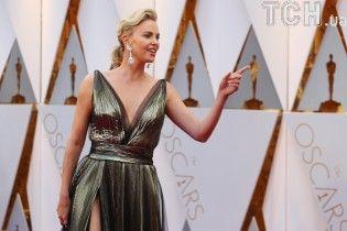 """На іранському телебаченні замалювали відверте декольте Шерліз Терон на """"Оскарі"""""""