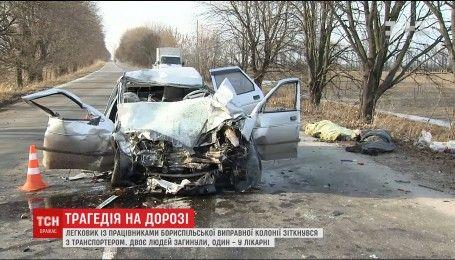 Под Киевом легковушка с сотрудниками исправительной колонии столкнулась с транспортером