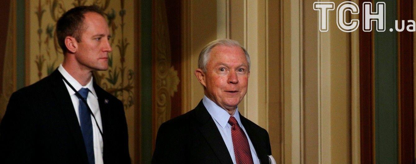 "Сенат зовет ""на ковер"" генпрокурора США из-за увольнения главы ФБР"