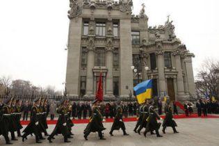 На переозброєння української армії немає грошей