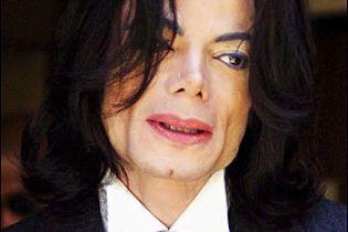 Майкл Джексон уникне суду