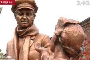 На Луганщині відкрили пам'ятник Остапу Бендеру (відео)