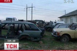 На Львівщині знайшли відстійник крадених автомобілів (відео)