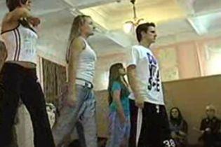 У Чернівецькій гімназії виховують справжніх леді (відео)
