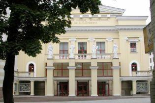 Акторам театру вдвічі зменшили зарплату (відео)