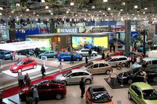Імпорт автомобілів в Україні скоротився у чотири рази