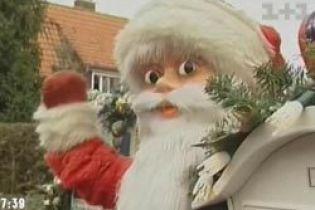 У Німеччині понад 100 Санта-Клаусів живуть на одному подвір'ї (відео)