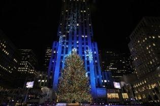У Нью-Йорку засяяла головна різдвяна ялинка США (відео)