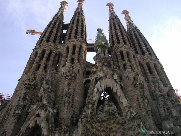 Іспанці вимагають припинити будівництво собору Саграда Фамілія (фото)