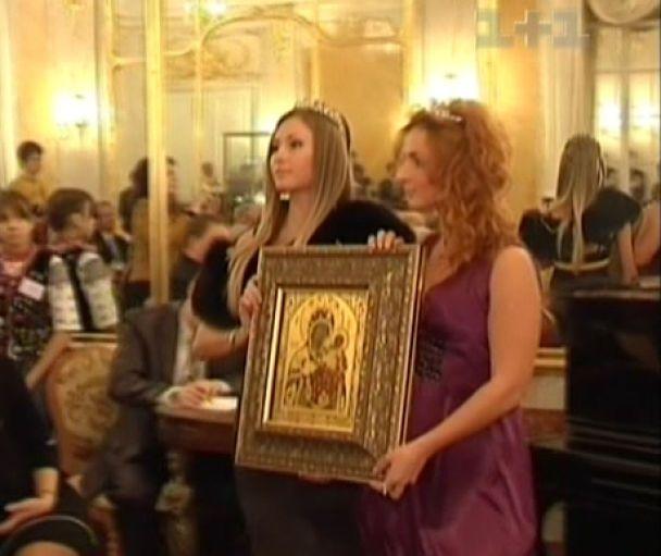 Речі Ющенка і Яценюка продали на аукціоні