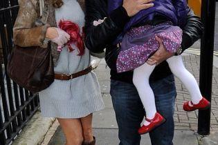 Донька Холлівел познайомилась з четвертим бойфрендом мами