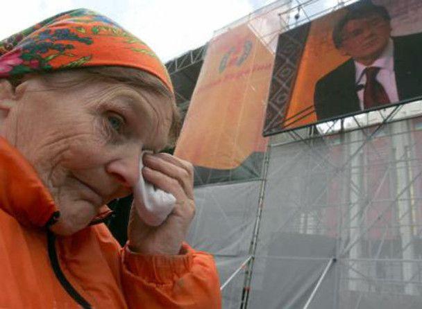 "Померла ""помаранчева героїня"" баба Параска"