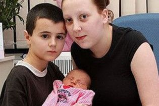 Аналіз ДНК позбавив 13-річного британця батьківства