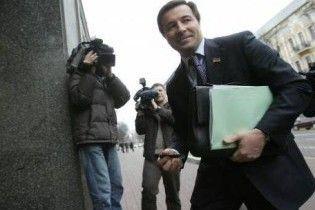 Регіонал хоче посадити Ющенка поруч із Тимошенко